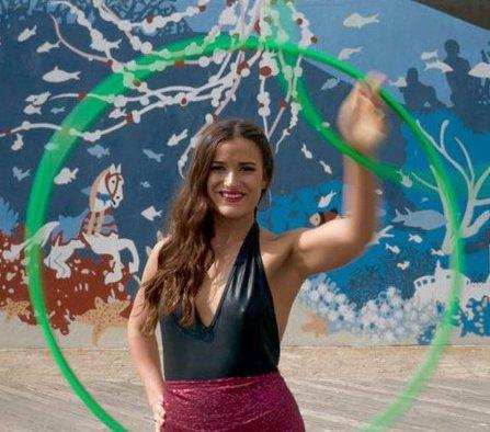 Hula Hoop act interactive